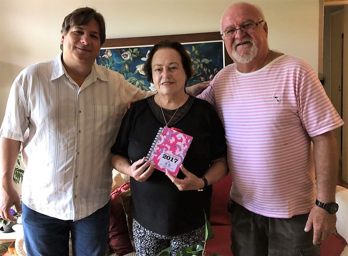 Sinpro Petrópolis entrega Agenda 2017 às professoras Carmen e Noelma