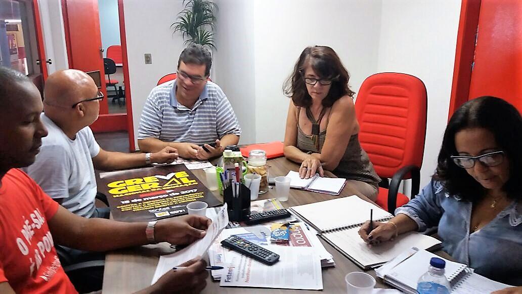 Sindicatos se reúnem em Campos para preparar reação à reforma da previdência