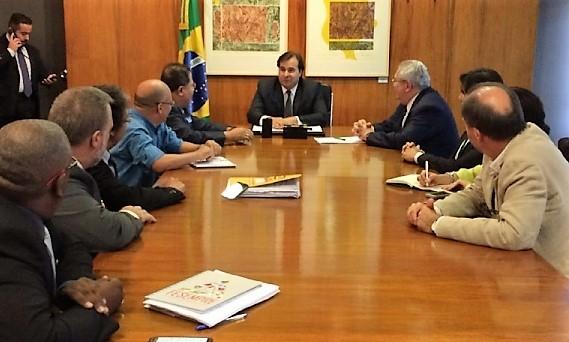 URGENTE: SOB PRESSÃO, MAIA RECUA DE VOTAR PL QUE LIBERA TERCEIRIZAÇÃO