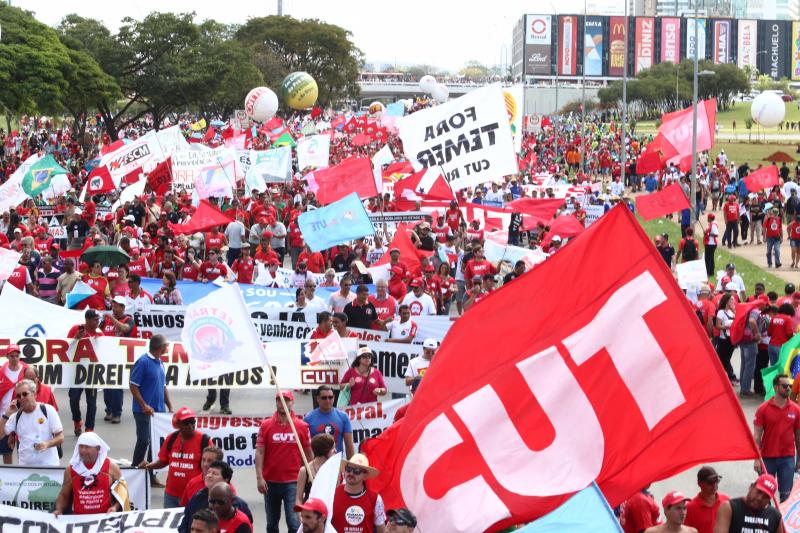 Mais de 100 mil pessoas no Ocupa Brasília contra as reformas