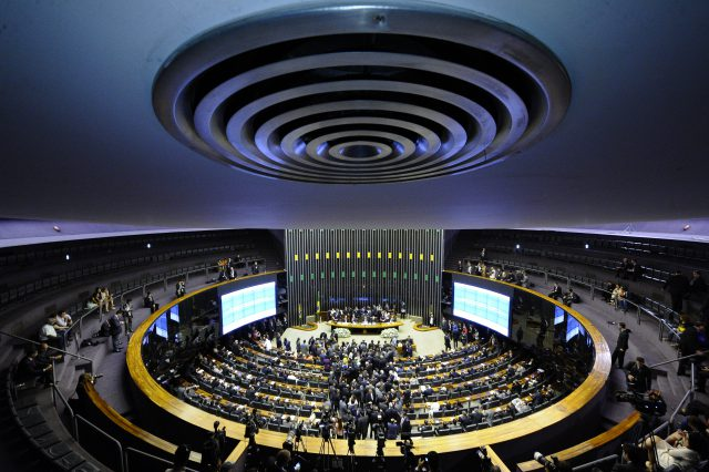 Reformas política e da previdência e denúncia contra Temer na pauta do congresso