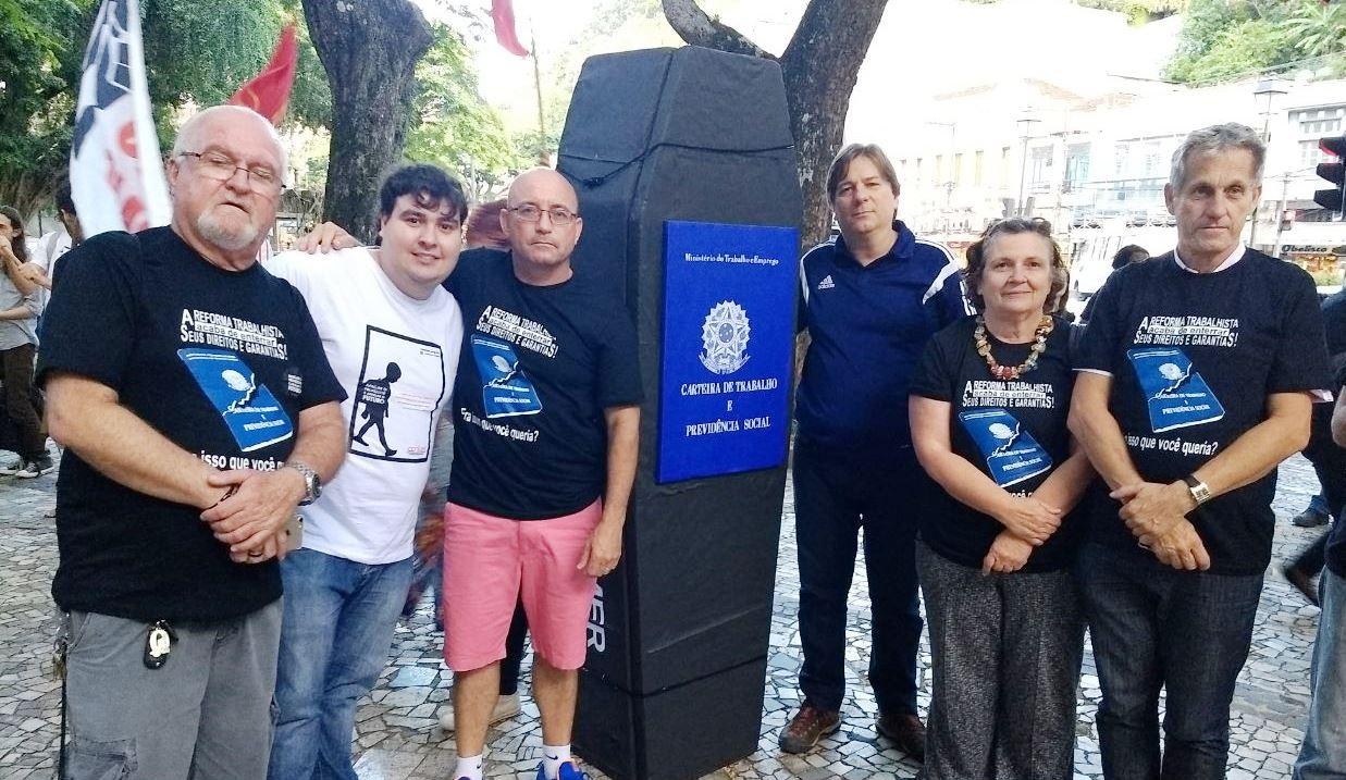 Movimento sindical de Petrópolis realiza ato contra a reforma trabalhista e previdenciária