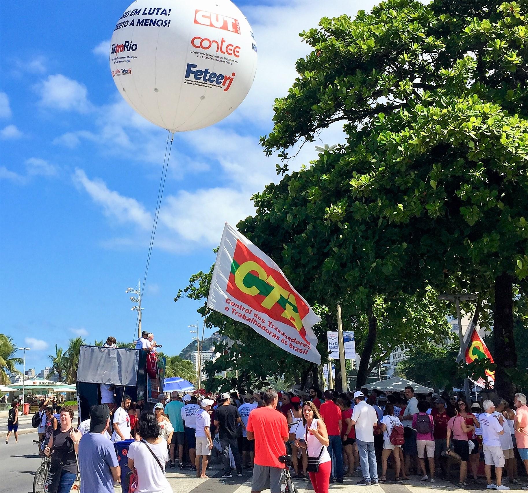 Sinpro-Rio lança campanha salarial 2018 em Copacabana