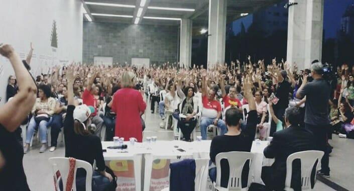 Minas Gerais: professores continuam em greve e marcam nova assembleia