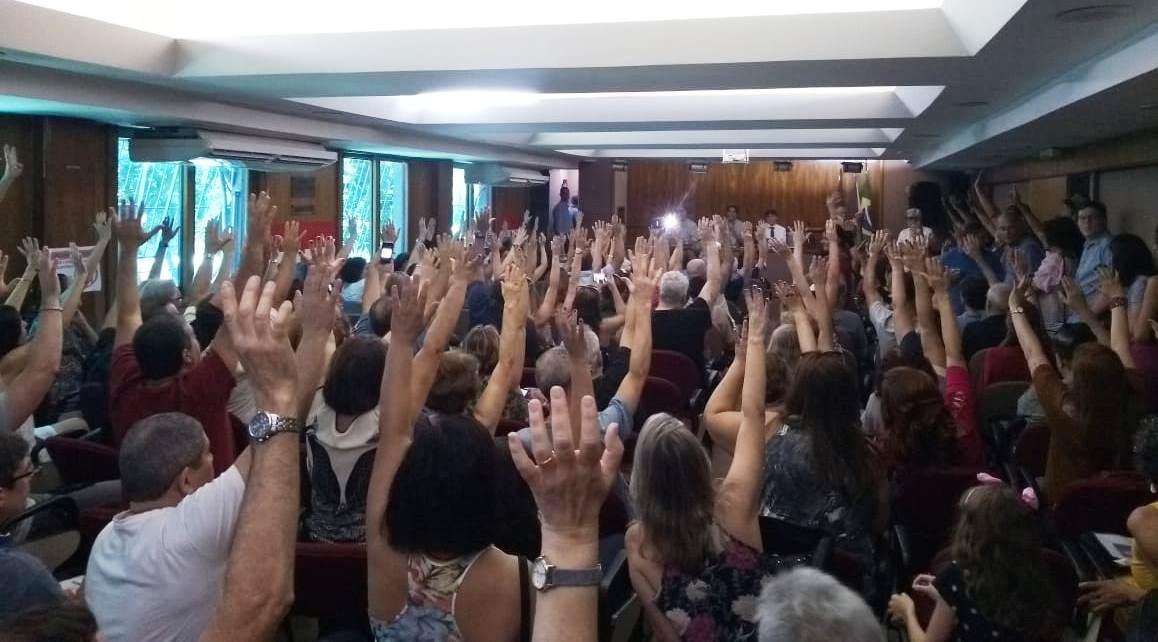 Professores da Estácio exigem homologações no Sinpro-Rio