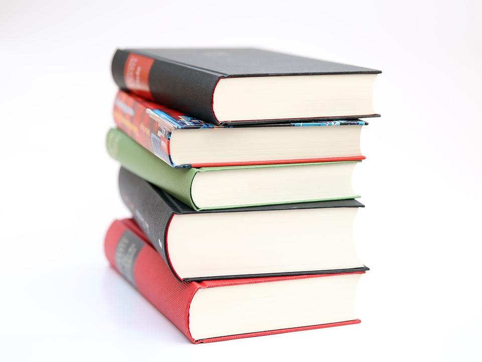 Absurdo: MEC poderá comprar livros com erros de edição, sem bibliografia e sem referências à diversidade étnica