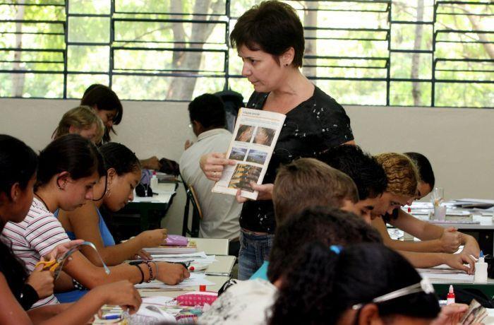 Reforma de Bolsonaro acaba com a aposentadoria especial do magistério – dia 22 tem protesto nacional